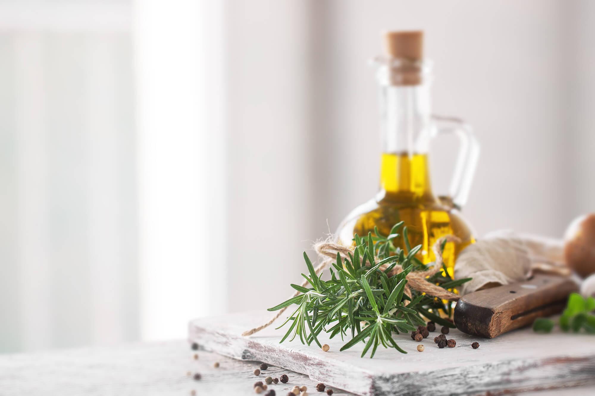 MCT油與椰子油一樣嗎?MCT油功效、用法與副作用介紹!